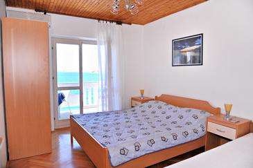 Metajna, Bedroom in the room, air condition available, (pet friendly) and WiFi.