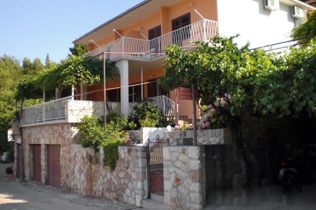Ferienwohnung im Ort Jelsa (Hvar), Kapazität 2+2 (2142264), Jelsa (HR), Insel Hvar, Dalmatien, Kroatien, Bild 1