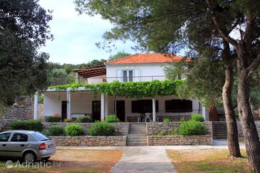 Uvala Zaraće, Hvar, Property 2066 - Apartments near sea with pebble beach.
