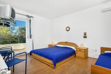 Pokrivenik, Slaapkamer in the room, air condition available, (pet friendly) en WiFi.