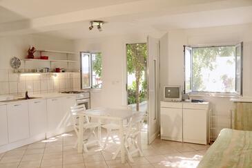 Rastići, Jadalnia w zakwaterowaniu typu studio-apartment, zwierzęta domowe są dozwolone i WiFi.