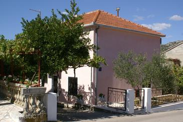 Seget Vranjica, Trogir, Property 2082 - Apartments near sea with pebble beach.
