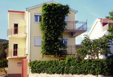Vinišće, Trogir, Property 2095 - Apartments near sea with pebble beach.