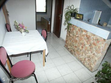 Novalja, Dining room in the apartment, dopusteni kucni ljubimci.