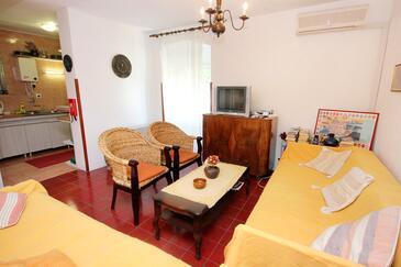 Zaton Mali, Living room in the apartment, dostupna klima.