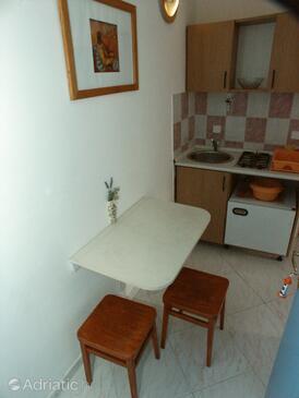 Slano, Dining room in the studio-apartment.