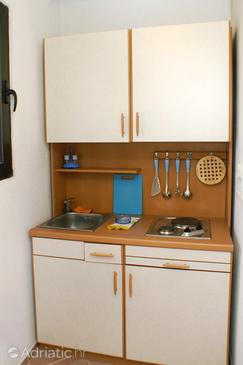 Novalja, Kitchen in the studio-apartment, WIFI.