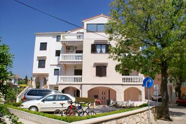 Novalja, Pag, Объект 212 - Апартаменты с галечным пляжем.