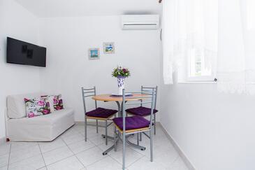 Zaton Mali, Dining room in the apartment, dostupna klima, dopusteni kucni ljubimci i WIFI.