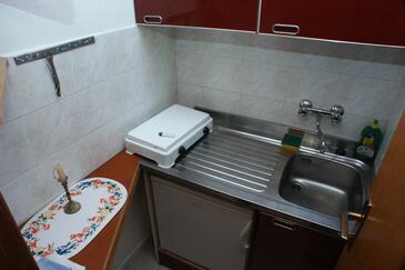 Cavtat, Kuchyně v ubytování typu studio-apartment, domácí mazlíčci povoleni a WiFi.