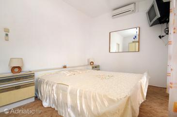 Molunat, Bedroom 1 in the room, dostupna klima i WIFI.