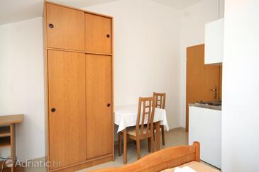 Slano, Blagovaonica u smještaju tipa studio-apartment, kućni ljubimci dozvoljeni i WiFi.