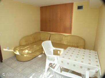 Slađenovići, Jídelna v ubytování typu apartment, WiFi.