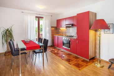Osibova, Dining room in the apartment, air condition available and WiFi.