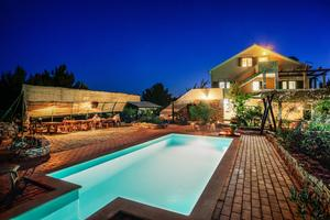 Family friendly apartments with a swimming pool Cove Osibova (Brač) - 2172