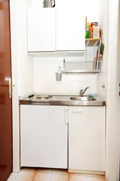 Slano, Kuchyně v ubytování typu studio-apartment, domácí mazlíčci povoleni a WiFi.