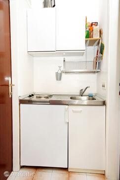 Slano, Kitchen in the studio-apartment, dopusteni kucni ljubimci i WIFI.