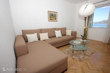 Koločep, Living room in the apartment, (pet friendly) and WiFi.