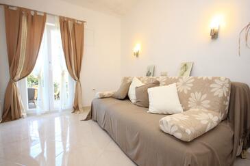 Koločep, Obývací pokoj v ubytování typu studio-apartment, domácí mazlíčci povoleni a WiFi.