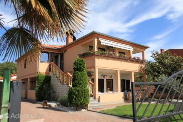 Valbandon, Fažana, Property 2214 - Apartments with pebble beach.