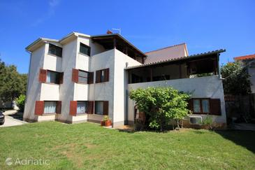 Pješčana Uvala, Pula, Property 2218 - Apartments with pebble beach.