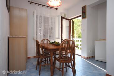 Potočnica, Dining room in the apartment, dostupna klima i WIFI.