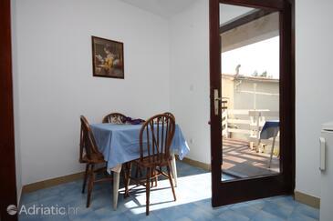 Potočnica, Jídelna v ubytování typu apartment, s klimatizací a WiFi.