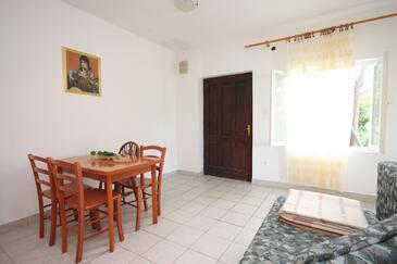 Potočnica, Jídelna v ubytování typu apartment, dostupna klima i WIFI.