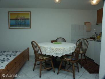 Premantura, Dining room in the studio-apartment, dopusteni kucni ljubimci.