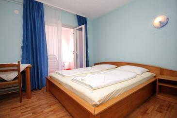 Peroj, Ložnice v ubytování typu room, domácí mazlíčci povoleni a WiFi.