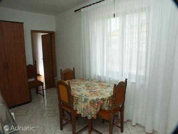 Peroj, Dining room in the apartment, (pet friendly) and WiFi.