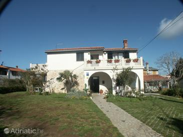 Premantura, Medulin, Property 2246 - Apartments and Rooms with pebble beach.