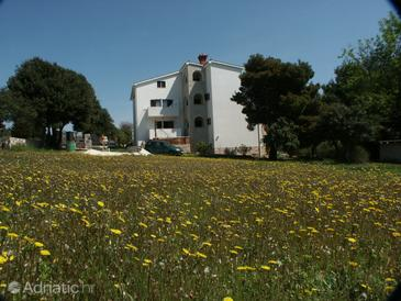 Banjole, Pula, Property 2257 - Apartments and Rooms with pebble beach.