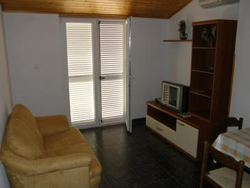 Fažana, Living room in the apartment, air condition available, (pet friendly) and WiFi.