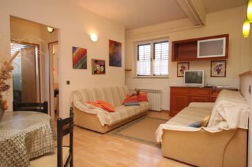 Premantura, Obývací pokoj v ubytování typu apartment, s klimatizací, domácí mazlíčci povoleni a WiFi.