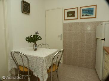 Pješčana Uvala, Dining room in the apartment, dopusteni kucni ljubimci i WIFI.