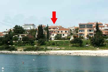 Pješčana Uvala, Pula, Property 2265 - Apartments with pebble beach.