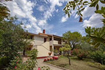Valbandon, Fažana, Property 2278 - Apartments with pebble beach.