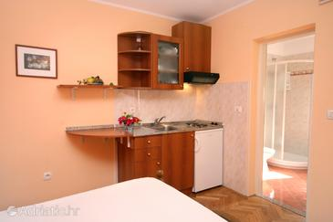 Rovinj, Kitchen in the studio-apartment, WIFI.