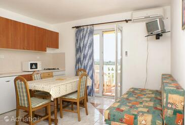Povljana, Dining room in the apartment, air condition available and WiFi.