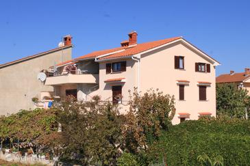 Fažana, Fažana, Property 2290 - Apartments with pebble beach.