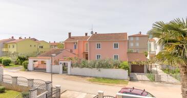 Valbandon, Fažana, Property 2294 - Apartments with pebble beach.