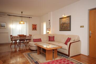 Rovinj, Pokój dzienny w zakwaterowaniu typu studio-apartment, dostupna klima, dopusteni kucni ljubimci i WIFI.