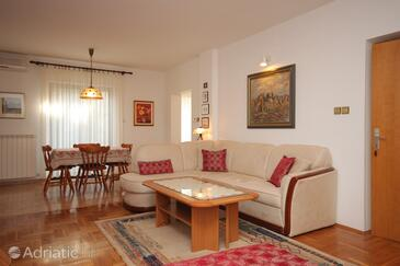 Rovinj, Living room in the studio-apartment, air condition available, (pet friendly) and WiFi.