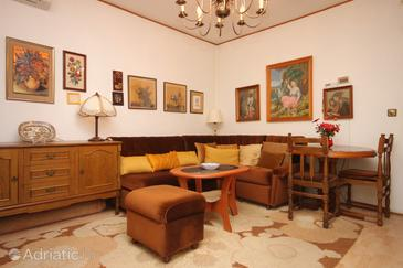Lovran, Living room in the apartment, air condition available, (pet friendly) and WiFi.