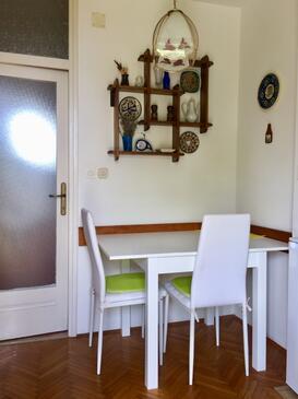 Lovran, Dining room in the apartment, dopusteni kucni ljubimci i WIFI.