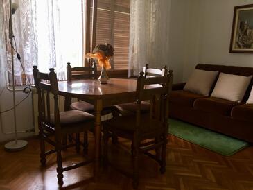 Lovran, Pokój dzienny w zakwaterowaniu typu apartment, zwierzęta domowe są dozwolone i WiFi.