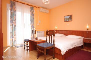 Lovran, Bedroom in the room, dostupna klima, dopusteni kucni ljubimci i WIFI.