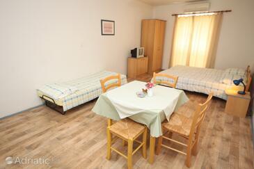 Ičići, Dining room in the studio-apartment, dopusteni kucni ljubimci i WIFI.