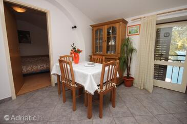 Rabac, Dining room in the apartment, dostupna klima i WIFI.